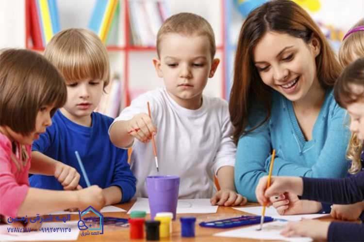 هزینه و قیمت نگهداری از کودک در منزل